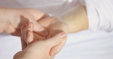brnění a bolest rukou